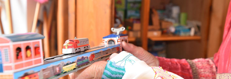 Blechpielzeug Eisenbahn und Schiff